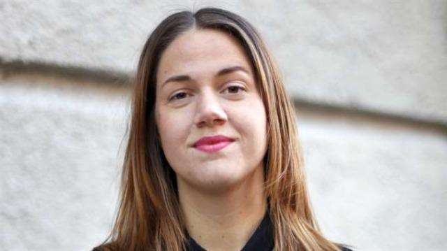 Ida Östensson tittar in i kameran med en stadig blick.