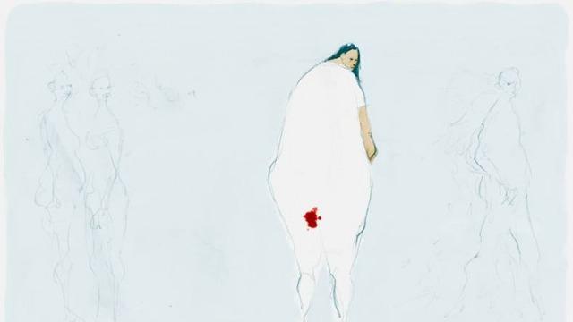 Blå bakgrund, kvinna i vit klänning med mensfläck